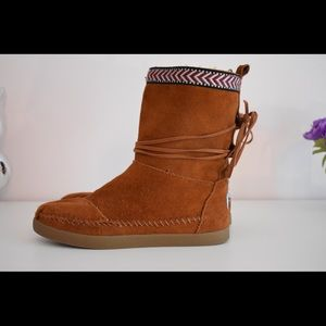 TOMS boots size 5